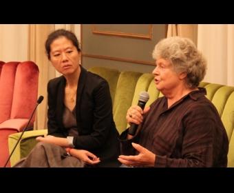 """王安忆对话拜厄特 称""""女性作家受到更多干扰"""""""