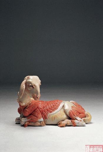 他的动物变形记也是魔幻色彩浓重的后现代叙事