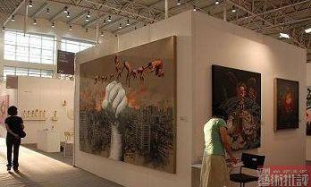 上海双年展和广州三年展走上斗宝台